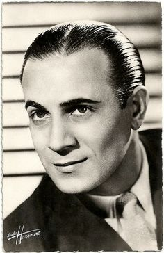 Tino Rossi, - French singer and film actor. Cabaret, Thomas Man, Photo Star, Star Photography, Actor Studio, Famous French, Vintage Music, Studio Portraits, Belle Photo