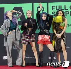 Mamamoo poses on the red carpet of 'MMA 2019 Imagine by KIA' held at Gocheok Skydome in Guro-gu, Seoul on the afternoon of Mamamoo, South Korean Girls, Korean Girl Groups, Meme Photo, Mma 2019, Red Queen, Girl Gang, Stars And Moon, Sensual