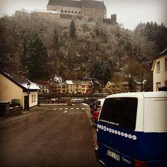 #stepoutandstart #emma #travel #backpacking #roadtrip #vanlife #luxemburg #vianden Best Sleeping Bag, Photo Story, Backpacking, Cuddling, Road Trip, Journey, Cold, Adventure, Travel