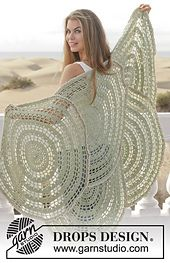 Wow! Wheel Of Fortune crochet shawl pattern by DROPS design. Free pattern on Ravelry.