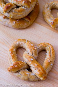 30 Minute Homemade Soft Pretzels - soft, chewy, and EASY! I actually made these with my kitchen aid, they came out so yummy!