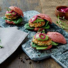 Pink burger med sprøde kyllingefrikadeller og broccomole  fra  Danpo A/S
