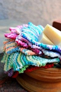 I think I need a stack of these - stash bust some cotton and replenish the washcloth supply. Almost Lost Washcloth Knitting Pattern - knit in garter stitch short rows to make a star shape. Knitted Washcloths, Crochet Dishcloths, Crochet Patron, Knit Or Crochet, Crochet Granny, Crotchet, Loom Knitting, Free Knitting, Kids Knitting