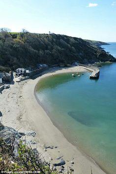 Polkerris beach Cornwall Beaches, Cornwall Coast, West Cornwall, Devon And Cornwall, Cornwall England, British Beaches, British Seaside, British Countryside, Cornish Beaches