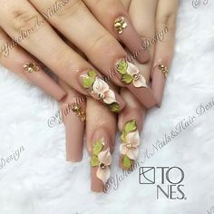 flower art on nude nails Cute Acrylic Nails, Cute Nails, Pretty Nails, Pastel Nails, Bling Nails, 3d Nails, Beautiful Nail Art, Gorgeous Nails, Diy Nail Designs