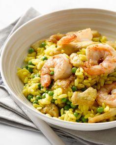 Paella kan je ook heel snel op tafel toveren, zelfs in 15 minuten, met dit eenvoudige recept. Een handige shortcut voor deze heerlijke Spaanse klassieker.