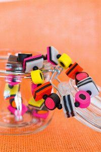 Creative Company | Polimeerklei-projekte: Halssnoer van reënboog-droplekkers Creative Company, Usb Flash Drive, Polymer Clay, Craft Projects, Van, Crafts, Projects, Manualidades, Vans