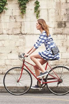 Beautiful girls ride bicycles. FACT. ( just google 'Alexa Chung on a bike' for proof.)