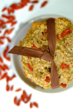 These chewy vegan oatmeal goji berry cookies are loaded with wholesome ingredients, such as fiber rich oats and goji berries and omega 3 rich flax seed. Gluten Free Cookies, Healthy Cookies, Goji Berry Recipes, Organic Maple Syrup, Vegan Oatmeal, Cookie Do, Sweet Cookies, Baby Food Recipes, Dairy Free