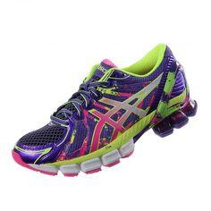 Luce los vibrantes y divertidos tenis para corredores Asics Gel-Sendai 2. Equipados con alta tecnología de rendimiento. Contiene amortiguación de Gel que absorbe los impactos al correr manteniendo cómodo tu pie.