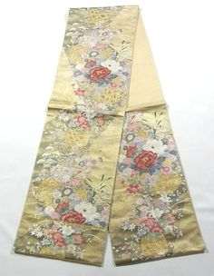 This is a Fukuro obi with enchanting flower basket of Seasonal flowers, which is woven.