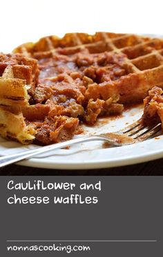 Cauliflower and cheese waffles - Sauces For Pancakes Recipes - Mushroom Recipes Quick Lunch Recipes, Yummy Chicken Recipes, Yummy Food, Supper Recipes, Easy Mushroom Recipes, Cheese Waffles, Batter Recipe, Basil Recipes, Tomato Sauce Recipe