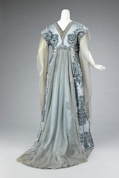 Worth tea gown (back) ca. 1910    From the Metropolitan Museum of Art