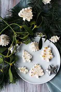 Na vidličku: Vánoční sněhové pusinky Yummy Treats, Yummy Food, Meringue Cookies, Jaba, Christmas Candy, I Foods, Macarons, Nutella, Vegetarian