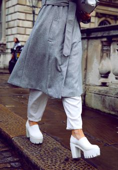 #catwalk #platforms #allinwhite #trench #LFW #london #streetstyle #fashion