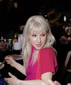 For everything Paramore check out Iomoio Hayley Williams Blonde, Haley Williams Hair, Hayley Williams Style, Hayley Williams Haircut, Hayley Paramore, Paramore Hayley Williams, Hayley Wiliams, Hair Magazine, Dye My Hair