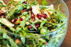 salada de rúcula, parmesão, romã e vinagrete de canela