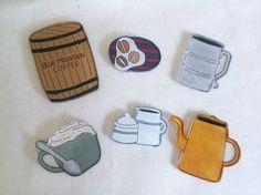 プラバンで出来たブローチです! 1点ずつのご購入となります。 お好きなものをお選びください♡・樽(約4.5㎝×約3㎝) ・コーヒー豆(約1.8㎝&...|ハンドメイド、手作り、手仕事品の通販・販売・購入ならCreema。