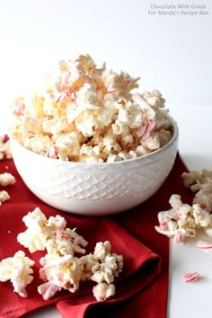 Peppermint White Chocolate Popcorn. Easy, addicting and the perfect homemade Christmas Gift