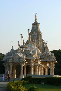 Indian Temple Architecture, India Architecture, Beautiful Architecture, Temple India, Jain Temple, Saints Of India, Amazing India, Rangoli Designs Images, Temple Design