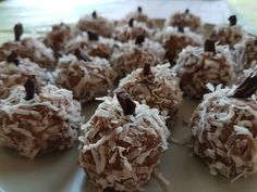 Soft chocolate-coconut balls..melting in your mouth, the lovely coconut, chocolate and rum aroma are a perfect blend! It is low carb, sugar free and gluten free. Packed with proteins, magnesium and antioxidants! No baking needed! Perfect for kid parties for an easy and neat dessert idea, for unexpected visitors or just for a nice and …