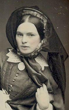 Antique Victorian daguerreotype photo, beautiful woman in bonnet. Antique Photos, Vintage Pictures, Vintage Photographs, Old Pictures, Vintage Images, Old Photos, Victorian Women, Victorian Era, Victorian Fashion