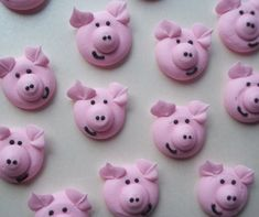 Edible royal icing pigs    Handmade cupcake by SweetSarahsBoutique