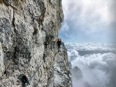 Over a deep ravine of 200 Mt   por santino2000