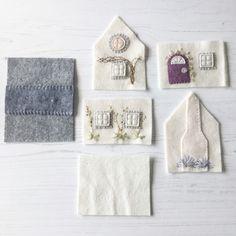 A Little Happy Place: A Little Happy Tutorial ~ WoolFelt Little House Pincushion Felt Crafts, Fabric Crafts, Sewing Crafts, Sewing Projects, Felt Projects, Christmas Sewing, Christmas Crafts, Small Projects Ideas, Felt House
