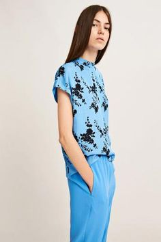 Cut from a fine twill fabric this short sleeve top is available in a choice of floral prints. The high collar fastens at the back with a a keyhole opening to finish this flower print top. Scandi Style, Spring Summer 2018, High Collar, Tie Dye, Women Wear, Blouse, Casual, Shirts, Attic