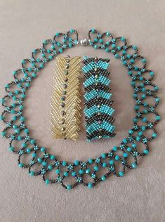 This Pin was discovered by neb Beaded Jewelry Designs, Bead Jewellery, Seed Bead Jewelry, Jewelry Making Beads, Jewelry Sets, Seed Bead Necklace, Beaded Necklace, Beaded Bracelets, Homemade Jewelry