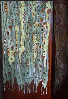Romanian Lace, Bobbin Lacemaking, Bobbin Lace Patterns, Lace Heart, Point Lace, Lace Jewelry, Lace Making, Lace Design, Lace Knitting