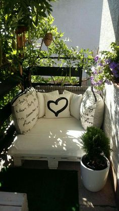 Cozy Small Apartment Balcony Decorating Ideas 2019 A cozy and modern balcony is a dream for people living in apartments. Do you find one you like here?A cozy and modern balcony is a dream for people living in apartments. Do you find one you like here? Modern Balcony, Small Balcony Design, Tiny Balcony, Small Balcony Decor, Small Patio, Balcony Ideas, Small Balconies, Terrace Ideas, Small Balcony Furniture