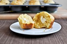 Cheddar & Brown Sugar Cornbread Muffins - Chili here we come Savoury Biscuits, Savoury Baking, Cheddar Biscuits, Muffin Recipes, Baking Recipes, Healthy Recipes, Cornbread Muffins, Cornbread Recipes, Corn Muffins