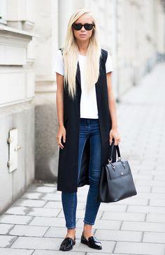 Look colete longo street-style-denim-white-tshirt-long-black-vest Black Vest Outfit, Blazer Outfits, Casual Outfits, Denim Outfit, Style Blazer, Jacket Style, Long Black Vest, Ärmelloser Mantel, T Shirt Branca