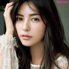 「MAQUIA」3月号では、人気ヘア&メイクの中山友恵さんが旬な美女にふさわしい春のトレンドメイクを提案。この春はシャンパンカラーで美しい光感をまとって。スミス楓シャンパンカラーの女神メイクブラウンパレットはこの春ますます 進化を遂げ、ここまで...