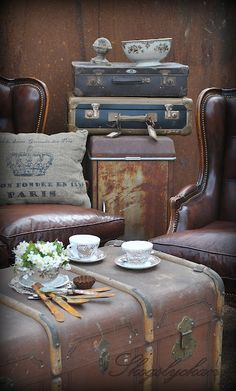 Oh, how I love suitcases... (vintageleatherluggage.co.uk)