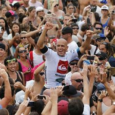 Once again, Kelly Slater shows us than he's the best surfer of all time!! Congrats for his victory on the Quiksilver Pro Gold Coast 2013!!  #kellyslater #surfer #riders #winner #Quiksilver #people #goldcoast #2013 #wave
