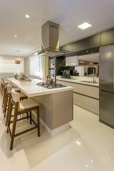 Apartamento Casal - Florianópolis: Cozinhas modernas por Juliana Agner Arquitetura e Interiores Modern Kitchen Design, Interior Design Kitchen, Home Decor Kitchen, New Kitchen, Cuisines Design, Cool Kitchens, Kitchen Remodel, Sweet Home, House Design