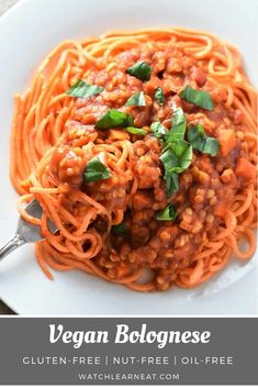 This one-pot Vegan Bolognese made with lentils is a hearty, protein-packed, fiber-filled sauce that's also gluten-free, nut-free and oil-free. Serve over your favorite pasta or veggie noodles for a delicious plant-based dinner that's perfect for any night Yummy Pasta Recipes, Vegan Dinner Recipes, Delicious Vegan Recipes, Vegan Dinners, Italian Recipes, Whole Food Recipes, Vegetarian Recipes, Noodle Recipes, Healthy Recipes