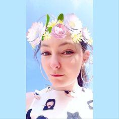 【franbatchelor】さんのInstagramをピンしています。 《Having a stroll on the beach but I think of nothing but you~ You are always on my mind ♡ #selfie #selca #selfietime #selfiequeen #selfielove #flowercrown #beachlife #naturalmakeup #iwantyou #wineliptint #brunettegirl #bluesky #greeneyes #可愛い #美しい #海 #外国人 #自撮り #ロンドン》