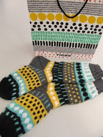 Knitting Stitches, Knitting Socks, Hand Knitting, Knitting Patterns, Crochet Socks, Knit Or Crochet, Yarn Bombing, Fair Isle Knitting, Wool Socks
