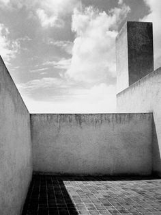 MONDOBLOGO: luis barragan in black & white