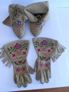 NORTH AMERICAN  BEADED MOCCASINS AND BEADED GAUNTLET GLOVES Native American Design, Native American Beadwork, Gauntlet Gloves, Beaded Moccasins, Native Style, American Indians, Nativity, Christmas Stockings, Projects To Try