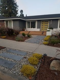 Modern Exterior, Exterior Colors, Exterior Paint, Exterior Design, Small Garden Ideas Low Maintenance, Mid Century Exterior, Rose House, Ranch Remodel, Exterior Makeover