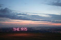 捕捉音樂的身影-The 1975的霓虹燈光 » ㄇㄞˋ點子