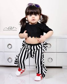 Small Cute Babies, Cute Little Baby Girl, Cute Girls, Sweet Girls, Cute Baby Dresses, Cute Baby Boy Outfits, Kids Outfits, Baby Girl Images, Cute Baby Girl Pictures