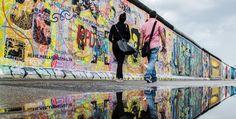 Die Stadtrundfahrt City Circle PURPLE Tour im gelben Doppeldecker Bus folgt dem Verlauf der Berliner Mauer und zeigt außerdem das trendige Berlin von heute.
