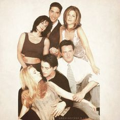 Jason (uprostřed) a Steve (vpravo dole) se seriálovou partou z Beverly Hills 90210 Serie Friends, Friends Moments, Friends Tv Show, Beverly Hills 90210, Old Tv Shows, Best Tv Shows, Favorite Tv Shows, Steve Sanders, Brandon Walsh