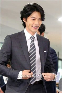 Asian Actors, Korean Actors, Secret Garden Drama, Lee Jong Suk Cute, Korean Drama Romance, Ha Ji Won, Man Character, Hyun Bin, Business Look